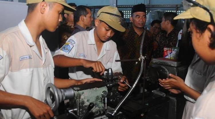 Implementasi Teaching Factory di Kelas Industri SMK